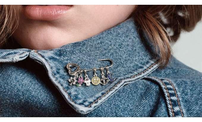 Svoje malene viseće privjeske Pandora Me od sada možete nositi kad god poželite