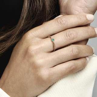 Prsten sa zelenim kamenčićem