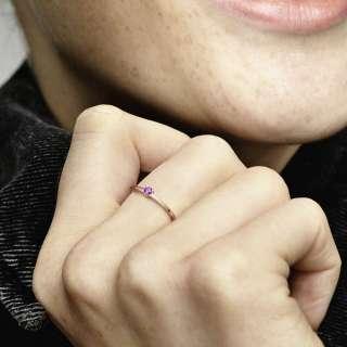 Prsten s ljubičastim kamenčićem