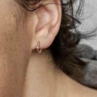 Naušnice u obliku obruča s ružičastim kamenčićem