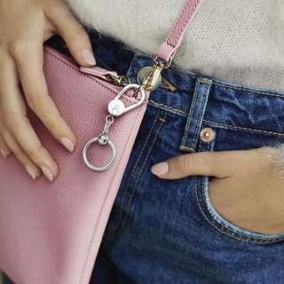 Držač za privjeske male veličine, za postavljanje na torbu