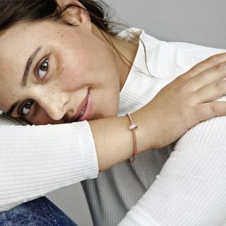 Privjesak s kopčom i ružičastim kamenčićem u obliku srca