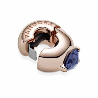 Privjesak s kopčom i plavim kamenčićem u obliku srca