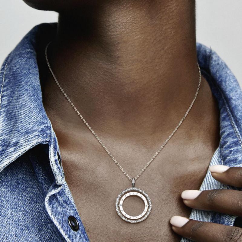 Ogrlica okretajući Pandora logo