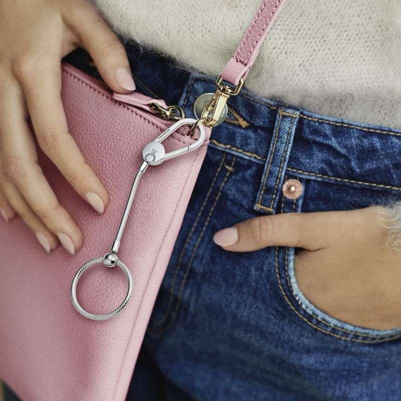 Držač za privjeske Pandora Moments srednje veličine, za postavljanje na torbu